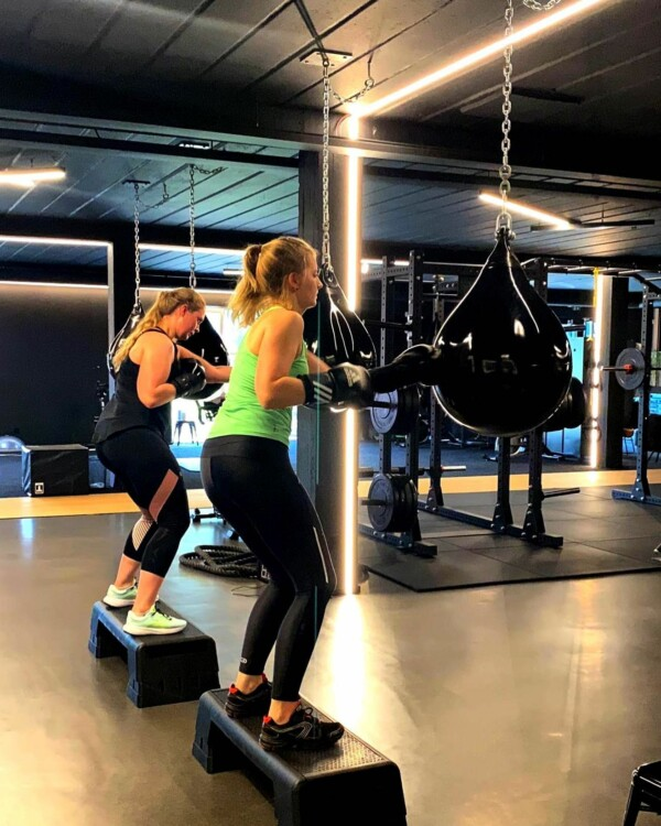 Killing in the name of… BEASTMODE. Voor wie méér durft, kan en wil! #heavyshit #workout #theultimate #bodyplan #bodygoals #nextlevel #biggerstrongerfaster #strong #power #gym #gymlife #gymmotivation #fitness #fitnessmotivation